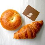 パンデモモ - 料理写真:プレーンベーグルとカンパーニュクロワッサン