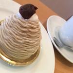 シェ・ヒロダン - モンブラン420円と珈琲350円