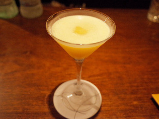 BAR オーパ 門前仲町店 - パッションフルーツのカクテル(1400円)