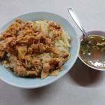 ラーメン大将 - 料理写真:肉チャーハン700円 + 大盛り100円