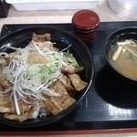 38288699 - 豚丼 味噌汁 山椒?