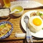 38288782 - 祝日ランチメニュー「豚肉のガーリック風味ご飯」(950円)
