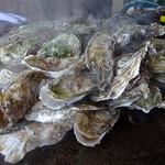 38289501 - 蒸し牡蠣の山