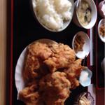 中華料理 順和園 - 唐揚げ定食(タバコと比較)