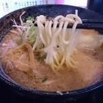 38289897 - 「中華そば」よりも太い麺(海老そば)
