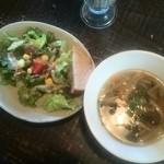 ピンチ オブ ソルト - セットのサラダとスープ