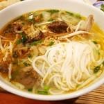 ニャー・ヴェトナム - 旨辛スープのブン・ボー・フエは太麺