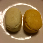 38290971 - メルチーズ(プレーン、パンプキン)                       ふわふわの二口サイズのチーズケーキです