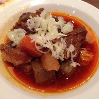 鹿児島郷土料理 あくね - 煮込みは辣油が効いてます