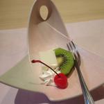 おせそ - 杏仁豆腐 キウイ サクランボ(食彩御膳)