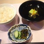 おせそ - ずんだ豆腐(2層)生ジュンサイ入りお吸物 御飯  胡瓜 高菜の漬物(食彩御膳)