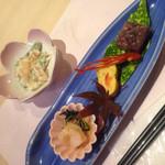 おせそ - 山海月と北寄貝の海鮮サラダ  天盛 けずり鮪 前菜(食彩御膳)