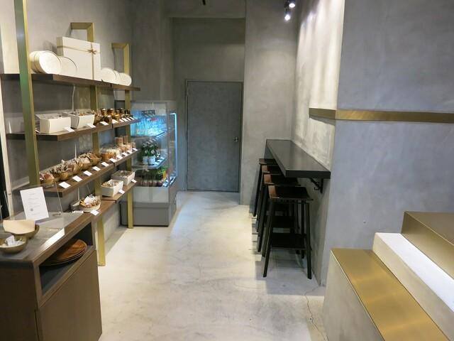 リベルターブル - 店内にはイートインスペースもあり。