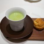 レストラン コートドール - そら豆の冷製スープとベーコンクリーム入りシュー