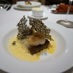 レストラン コートドール - 料理写真:焼リゾットとホタテのソテー、海老ソースとイカスミ入り焼きパルメザンチーズを添えて