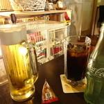 鳥のいるカフェ - 生ビールとコーラ