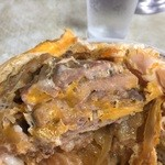やよい食堂 - 豚肉を重ねて揚げている様相。