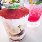 タイムカフェ - 甘すぎず食べやすいサイズのバナナブラウニーパフェ