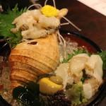 餃子日和わらん 越後のわらやき家 - 大ツブ貝のお造り