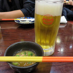 樹里 - オリオンビールって、ライトなのであまり好きじゃないと思ってましたが、                             沖縄で飲むととっても美味しいんですよね。お通しは、冬瓜の煮物でした。