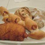 38304342 - ウインナーパン・ベーコンエピ・イチジクのパン・胡桃のパン