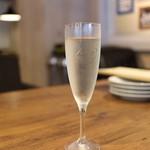 38305000 - スパークリングワイン