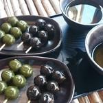 宇治川餅 - 団子とお茶