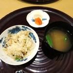 38306529 - 穴子の土鍋ご飯、山椒                        豆腐となめこの味噌汁                        香の物