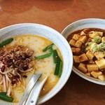 新中華 - 豚骨台湾ラーメンと麻婆丼(750円)