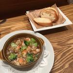 まちかどマルシェ Norakuro - 海老とマッシュルームのアヒージョとパン
