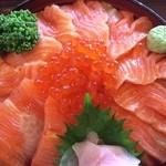 38311610 - サーモン&いくら丼(1,130円)