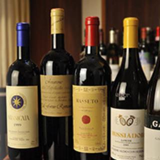 1000本を超えるワインと、細部までこだわった料理の品々