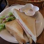 フィンスタイル - ハムとチーズのホットサンド