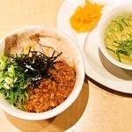 麺家 えびす - 台湾どんぶり/スープ、漬物付