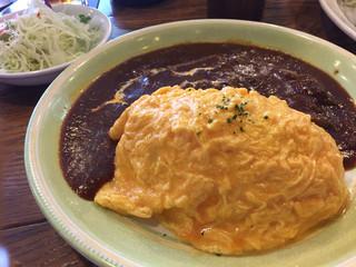 ダブリナーズ カフェ&パブ 渋谷店 - ランチのオムライス!デミグラスソースには大きめのお肉がゴロゴロありました!