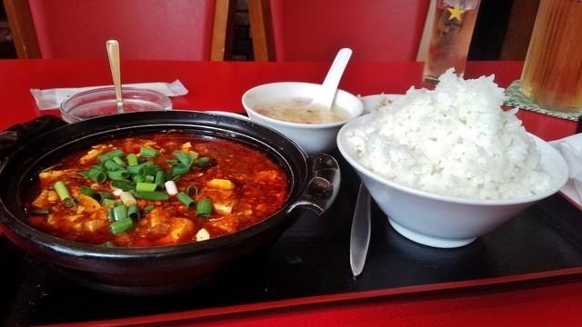 四川厨房 - ご飯大盛りは無料ですが大盛り発注をすると、写真の爆盛りで出てきます
