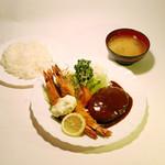 fany - 料理写真:fanyで1番人気のハンバーグとエビフライがセットになった2チョイスセット!ライスとお味噌汁もセットで1200円