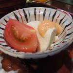 カフェギャラリー柚 - ピリ辛のソースがかかった豆腐