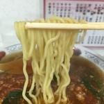 娘娘 - 加水率高めの若干ウェーブがかかった中細麺。いわゆる中華麺。