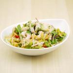 ピッツァ テアトロ カフェ - 小海老のサラダ
