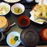 さんぞくや - ◆天ぷら定食(820円)・・・天ぷら・茄子の煮びたし・野菜サラダ・茶碗蒸し・ご飯・香の物・お味噌汁のセットです。 かなりのボリュームですね、完食できそうにありませんm(__)m