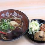 俺達の肉うどん - 汁なしうどんとかしわにぎり・唐揚げ・キャベツサラダのセット500円です。