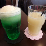 Kuudle cafe - 懐かしい味のクリームソーダ。そしてグレープフルーツジュース