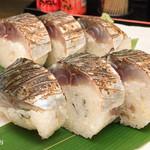 居酒屋さばお - 炙り〆鯖寿司です。これを毎月食べてないと病気になりそうですw