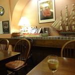 ワイン食堂タパタパ - 落ち着いた店内