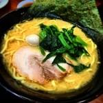 壱角家 - 醤油 麺かため 味濃いめ 油普通 太麺も美味しい!以前はチカラめしの店舗。 原宿ザシェアの近所 時間なかったので挨拶なしでごめん!