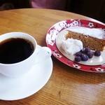 SORA CAFE - 料理写真:くるみとにんじんのケーキ&コーヒー