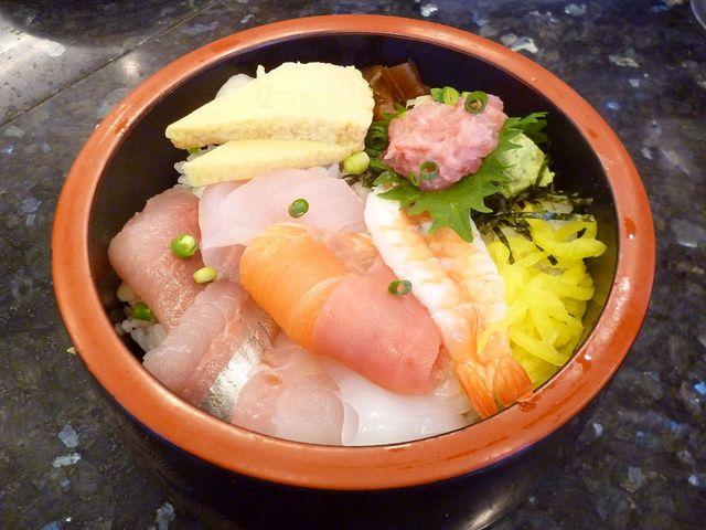 廻鮮寿司処 タフ あざみ野店 - タフ丼(日替わり海鮮ちらし) ¥680 (2015.5.5)