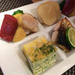 38334115 - 八寸 :いぶりがっことポテトサラダ 鯖 青海苔の卵焼 玉蜀黍真丈 炙り帆立 赤蒟蒻 ブロッコリー