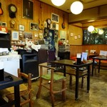 江戸そば 梅の木 - 店内には楽器がたくさん飾ってあります。